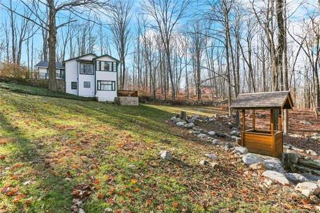 Single Family Home Sold in Redding CT 06896. Old ranch cottage house near river side waterfront with 4 car garage.