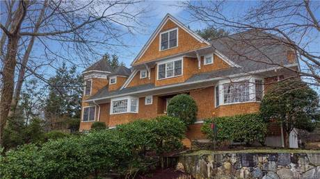 Luxury Single Family Home Sold in Greenwich CT 06870. Colonial house near waterfront with 3 car garage.