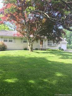 Single Family Home For Sale in Trumbull CT 06611. Ranch house near waterfront with 2 car garage.