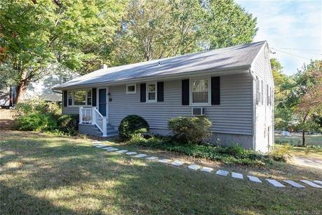 Single Family Home Sold in Norwalk CT 06850. Ranch house near waterfront with 1 car garage.
