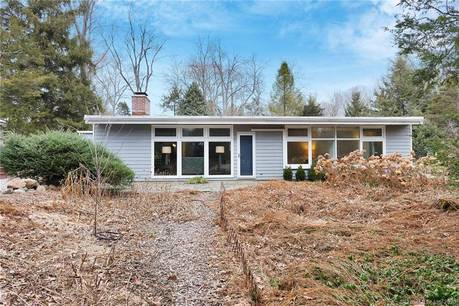 Single Family Home Sold in Norwalk CT 06850. Ranch house near beach side waterfront with 2 car garage.