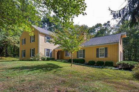 Single Family Home Sold in Redding CT 06896. Colonial house near waterfront with 2 car garage.