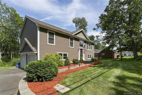 Single Family Home Sold in Danbury CT 06811. Ranch house near waterfront with 2 car garage.