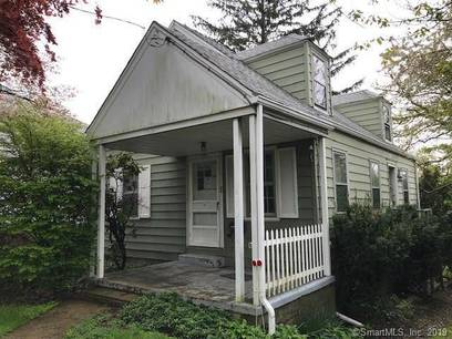 Foreclosure: Single Family Home Sold in Darien CT 06820.  cape cod house near waterfront with 1 car garage.