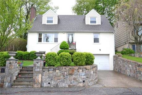 Multi Family Home Sold in Norwalk CT 06854.  house near waterfront with 1 car garage.