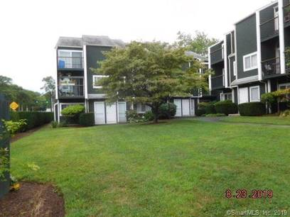 Foreclosure: Condo Home Sold in Norwalk CT 06854.  townhouse near beach side waterfront.