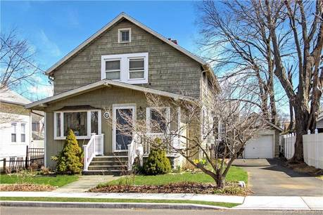 Single Family Home Sold in Norwalk CT 06851. Colonial house near waterfront with 1 car garage.