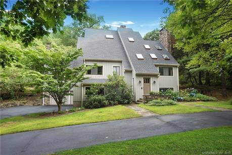 Single Family Home Sold in Ridgefield CT 06877. Contemporary house near waterfront with swimming pool and 3 car garage.