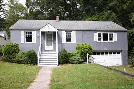 Foreclosure: Single Family Home Sold in Stamford CT 06907. Ranch house near beach side waterfront with 2 car garage.