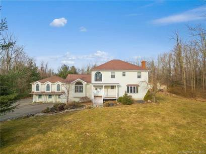 Single Family Home Sold in Monroe CT 06468. Colonial house near waterfront with 4 car garage.