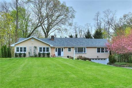 Single Family Home Sold in Fairfield CT 06825. Ranch house near beach side waterfront with 2 car garage.