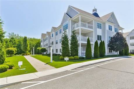 Condo Home Sold in Brookfield CT 06804. Ranch house near waterfront with swimming pool and 2 car garage.