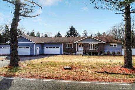 Single Family Home Sold in Shelton CT 06484. Ranch house near waterfront with swimming pool and 4 car garage.