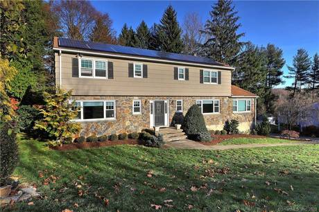 Single Family Home For Sale in Fairfield CT 06825. Colonial house near beach side waterfront with 3 car garage.