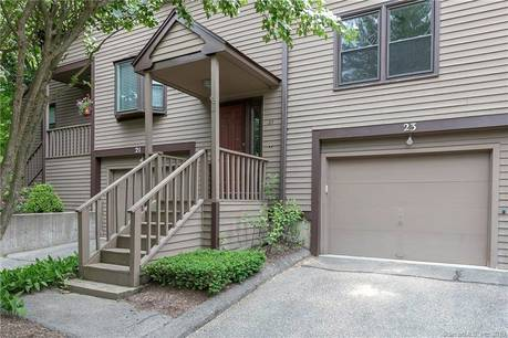 Condo Home For Sale in Monroe CT 06468.  townhouse near waterfront with swimming pool and 1 car garage.