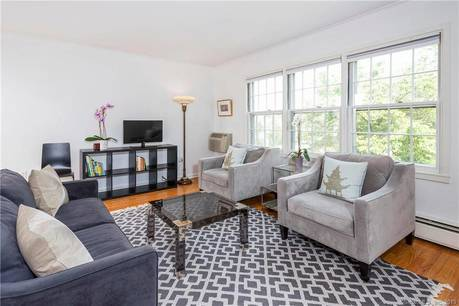 Condo Home Sold in New Canaan CT 06840. Ranch house near waterfront with 1 car garage.