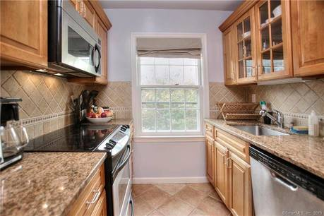 Condo Home For Rent in New Canaan CT 06840. Ranch house near waterfront with 1 car garage.
