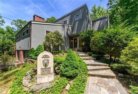 Foreclosure: Single Family Home Sold in Stamford CT 06903. Contemporary house near waterfront with 2 car garage.