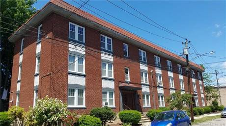 Condo Home Sold in Bridgeport CT 06605. Old ranch house near waterfront with 1 car garage.