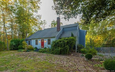 Single Family Home Sold in Brookfield CT 06804. Contemporary house near river side waterfront with 2 car garage.