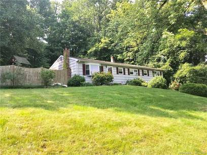Short Sale: Single Family Home Sold in Shelton CT 06484. Ranch house near waterfront with swimming pool and 2 car garage.