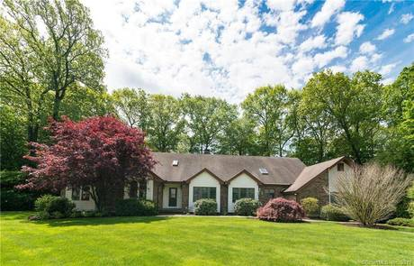 Single Family Home Sold in New Fairfield CT 06812. Ranch house near waterfront with 3 car garage.