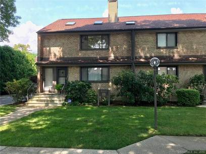 Condo Home Sold in Stamford CT 06905. Ranch house near waterfront with swimming pool and 1 car garage.