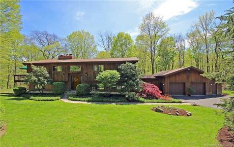 Single Family Home Sold in Ridgefield CT 06877. Contemporary, ranch house near waterfront with 2 car garage.