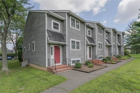 Condo Home Sold in Fairfield CT 06825.  townhouse near beach side waterfront.