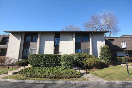 Condo Home Sold in Stamford CT 06902. Ranch house near beach side waterfront with swimming pool and 2 car garage.