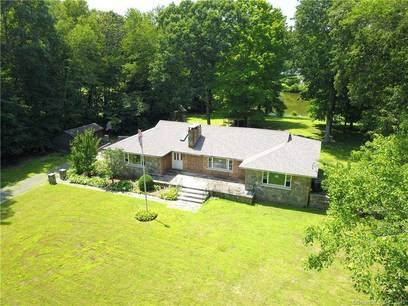 Single Family Home Sold in Easton CT 06612. Ranch house near lake side waterfront with 2 car garage.