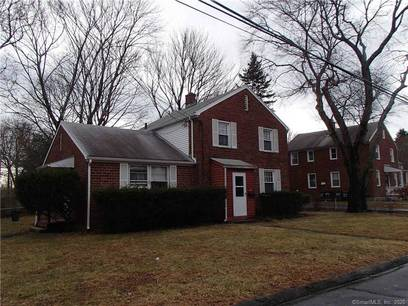 Multi Family Home For Rent in Fairfield CT 06825.  townhouse near beach side waterfront.