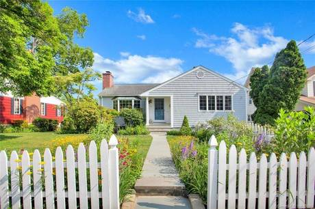 Single Family Home Sold in Greenwich CT 06830. Ranch house near waterfront with 1 car garage.
