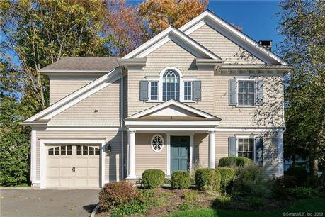 Condo Home For Rent in New Canaan CT 06840. Colonial house near waterfront with 1 car garage.
