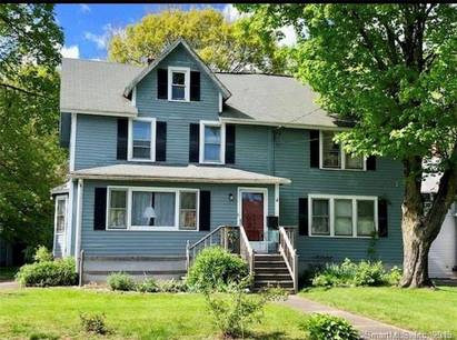 Multi Family Home For Rent in Norwalk CT 06851. Old colonial house near waterfront.