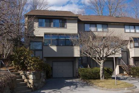 Condo Home For Sale in Stamford CT 06905.  townhouse near waterfront with swimming pool and 1 car garage.