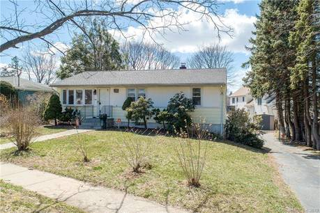 Single Family Home Sold in Stratford CT 06614. Ranch house near waterfront with swimming pool and 1 car garage.