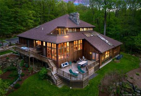 Single Family Home Sold in Ridgefield CT 06877. Contemporary house near lake side waterfront with 3 car garage.