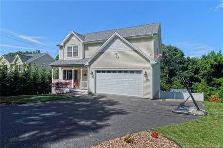 Foreclosure: Single Family Home Sold in Shelton CT 06484. Colonial house near waterfront with swimming pool and 2 car garage.
