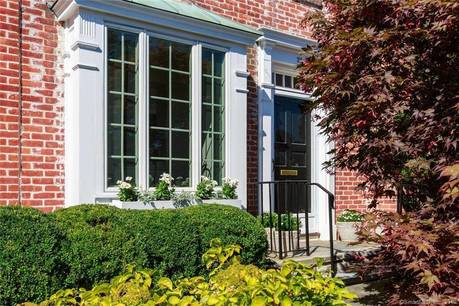 Cooperative Home Sold in New Canaan CT 06840.  townhouse near waterfront with 1 car garage.