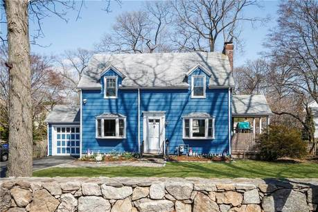 Single Family Home Sold in Norwalk CT 06854. Colonial house near waterfront with 1 car garage.
