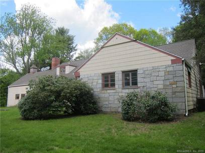 Foreclosure: Single Family Home Sold in Easton CT 06612.  cape cod house near waterfront with 2 car garage.