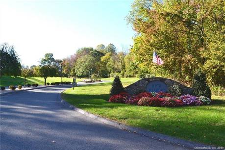Condo Home Sold in Monroe CT 06468. Ranch townhouse near waterfront with 1 car garage.