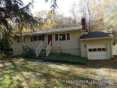 Foreclosure: Single Family Home Sold in Ridgefield CT 06877. Ranch house near waterfront with 1 car garage.