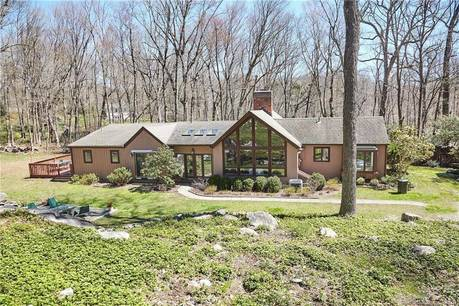 Single Family Home Sold in Stamford CT 06903. Contemporary, ranch house near beach side waterfront with 2 car garage.