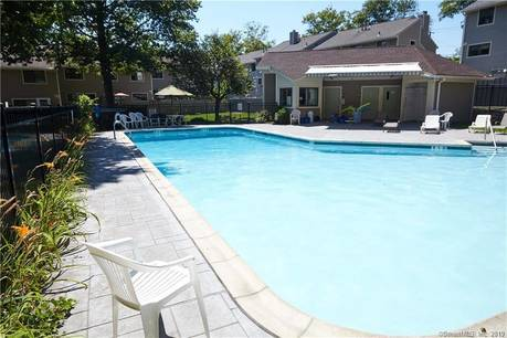 Condo Home For Rent in Norwalk CT 06851.  townhouse near waterfront with swimming pool.