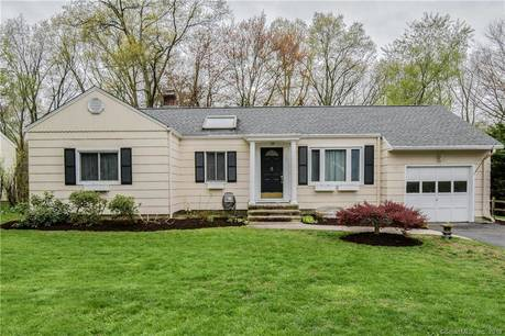 Single Family Home Sold in Fairfield CT 06825. Ranch house near beach side waterfront with 1 car garage.