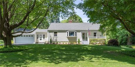 Single Family Home Sold in Easton CT 06612. Ranch house near waterfront with 2 car garage.