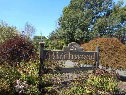 Condo Home Sold in Danbury CT 06810. Ranch house near waterfront with swimming pool and 1 car garage.