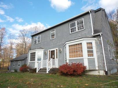 Foreclosure: Single Family Home For Sale in Brookfield CT 06804. Colonial house near waterfront with swimming pool and 2 car garage.